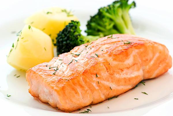 salmão brócolis alimentos com omega-3